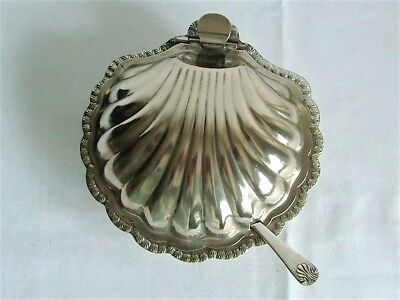 Vintage Silver Plate Shell Butter Dish With Glass Liner & Knife.