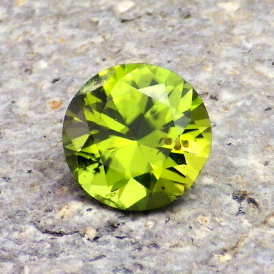 PERIDOT / OLIVINE 2.35Ct CLARITY SI2-BEAUTIFUL APPLE to LIME GREEN-COLLECTOR GDE