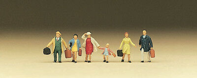 N Scale People - 79025 - Family Krause going on a Journey