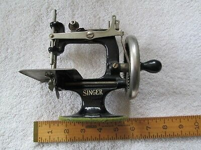 How To Thread A Singer Hand Crank Sewing Machine - Best