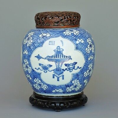 A large chinese blue and white jar - kangxi period - Late17 th / early 18 th C