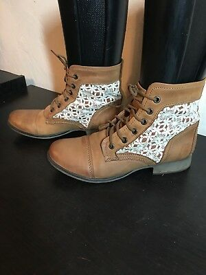 a4bf6536ae7 LADIES STEVE MADDEN Tan Lace Up With Lace Inset Fashion Boot Size 8 ...
