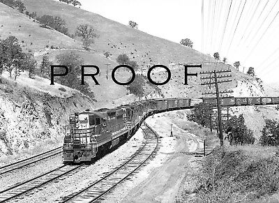 SOUTHERN PACIFIC: Fine 8x10 B&W print of SD9s w/ 5469 at Cliff in Tehachapis '63