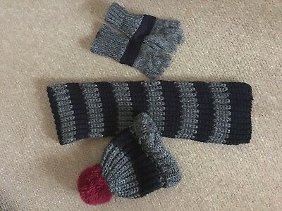 boys hat scarf and gloves 5-6 years