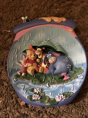 """Bradford Exchange Winnie the Pooh 3D Plate, """"Its Just a Small Piece of Weather"""""""