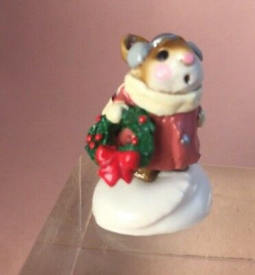 Retired 1982 WEE FOREST FOLK SIGNED AP ANETTE PETERSEN M-87 Holly Mouse