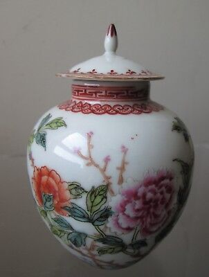 ANTIQUE old Signed QIANLONG Chein'Lung FAMILLE ROSE PORCELAIN  JAR with flowers