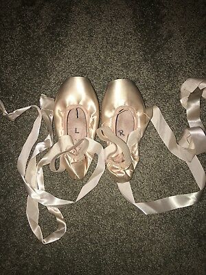 Calezio Airess Ballet Pointe Shoes; size 7m; comes with ribbons and elastics