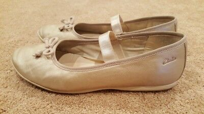 Clarks Girls Beige Gold Flat Shoes, Size 5, In Perfect Condition