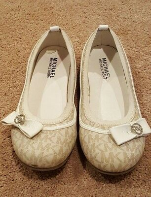 Michael Kors Girls White Beige Flat Shoes, Size 4, In Perfect Condition