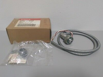 New Honeywell C7015A1076 Infrared Flame Sensor with Mount