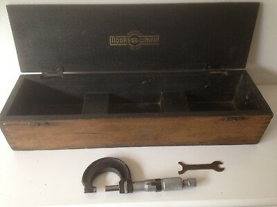 Moore and wright micrometer metric + spanner.+ old More & Wright instrument box