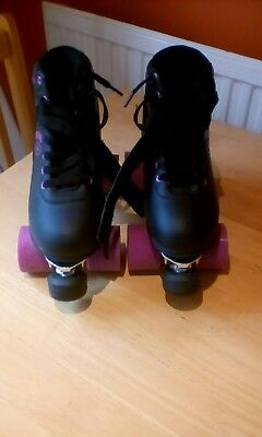 No Fear Roller Boots (Size 5) & Set of 6 Protective Pads