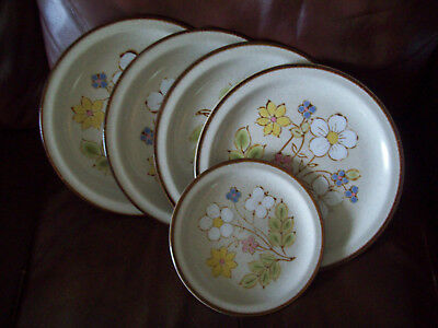 International Crestone CANDY BUSH  4 Dinner Plates & 1 Salad stoneware Japan