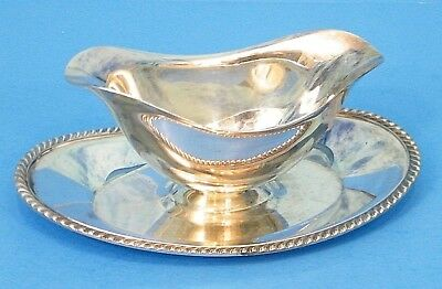 ONEiDA SiLVERPLATE FiESTA GRAVY BOAT w/ ATTACHED UNDER PLATE