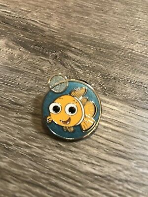 Disney Store DS Finding Nemo Pixar-Round Bubble Glitter Trading Pin-FREE SHIP!