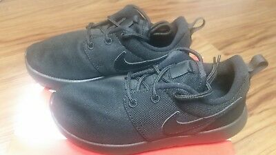 7ba2a6a98381 749427-031 NIKE Roshe One (PS) Pre-School Kids Black Running Shoes