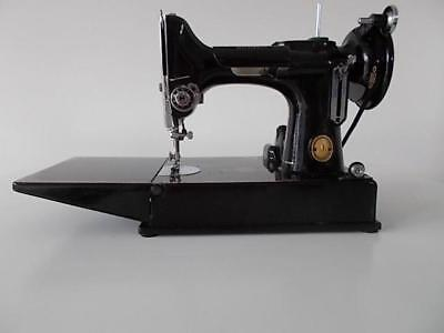 Vintage-Sewing-Machine-Cased-Singer-221K-Featherweight-Working-Order