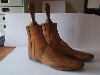 Vintage wooded shoe stretchers in good condition - 3 separate pieces