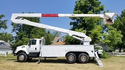 '07 IHC 7400 T/A 82' Bucket truck boom Material handler Utility Truck DT466 AUTO