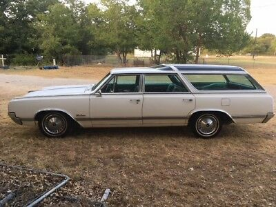 1965 Oldsmobile Vista Cruiser -- 1965 oldsmobile Vista Cruiser, all original, low miles, A/C, one owner
