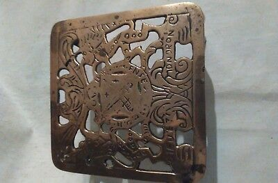 LOVELY ANTIQUE VINTAGE SOLID BRASS TRIVET STAND PIERCED ROYAL COAT of ARMS TOP