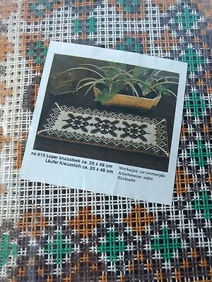 Vintage Pattern Cross Stitch Table plaid 1960 1970 Yellow green brown Complete