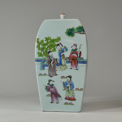 A Beautiful Large Antique Vintage Chinese Porcelain Famille Rose Jar with Cover