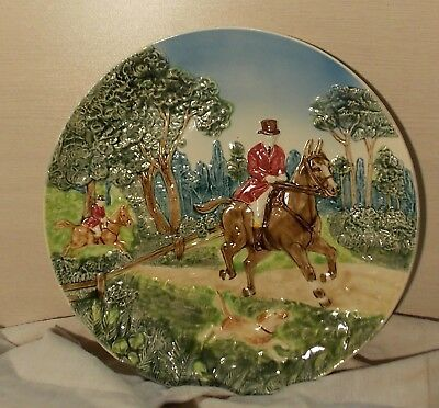 Ancienne Grande Assiette Barbotine Chasse A Cour