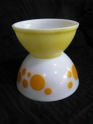2x vintage pyrex mixing bowls 1 Orange dots & 1 butter yellow colour kitchenalia