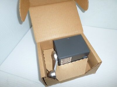 *New In Box* Hubbell Hc58R44 Reversing Drum Switch Controller