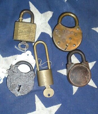 5 VINTAGE BRASS O M EDWARDS Co ~ LEG SHACKLE ~ PRISON DOOR LOCKS & KEYS YALE +++