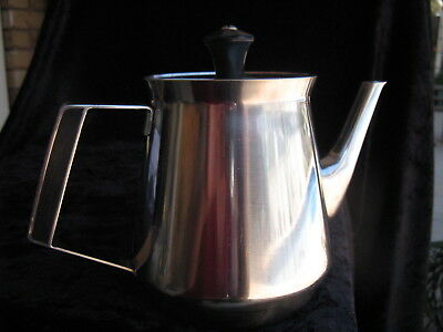 RETRO  VINTAGE WILTSHIRE BURGUNDY?? 1970s TEA POT inbuilt strainer
