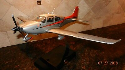 Cirrus Sr22 Model Airplane With Clear Windows Detailed Interior