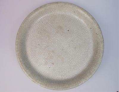 Chinese 18th century ge type Guan crackle ware dish