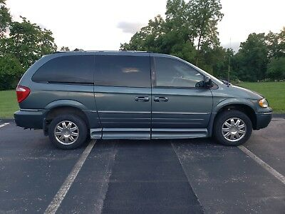 2007 Chrysler Town & Country Town & Country wheelchair van