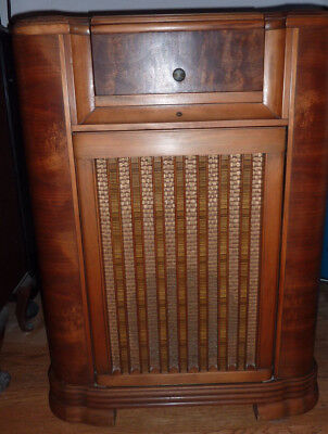 Philco 41-629 Radio Phonograph Broadcast and Short Wave and Television Sound