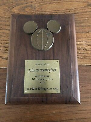WALT DISNEY Cast Member 10YEAR AWARD ~ Wooden MICKEY MOUSE Plaque