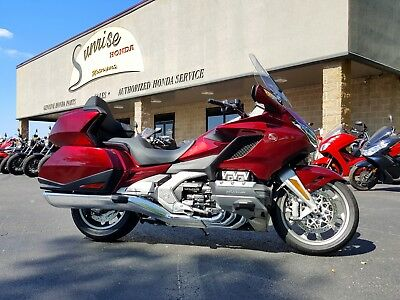 2018 Honda Gold Wing  2018 Honda Goldwing Tour 6 Speed only 899 miles NO HIDDEN FEES Red