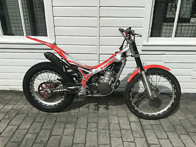 BETA REV 3 250cc 2007 TRIALS BIKE -  NICE LOOKING BIKE !