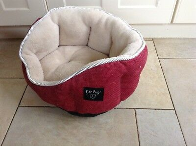 Red and cream soft cushion cat/dogbed