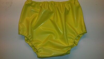 Latex baby san pants in yellow rubber sissy adult