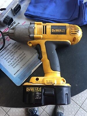 """DEWALT DW059 18V Cordless 1/2"""" Heavy Duty Impact Wrench w/Battery and charger"""