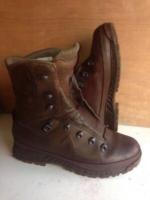 Size 10 W brown cold wet weather haix boots! Excellent & loads Of Tread!
