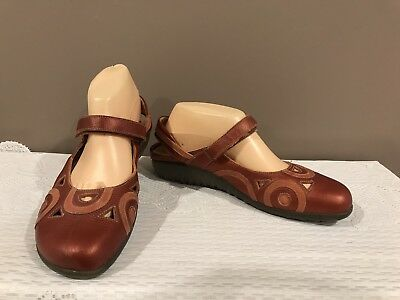 Naot Red Leather Flat Sole Shoes Size 41 (10) Orthotic Friendly
