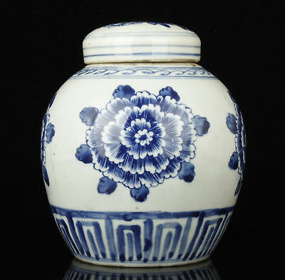 Chinese-Collectible-Handwork-Painting-Peony-Blue-And-White-Porcelain-Jar  Chine