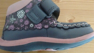 Clarks girls/toddler leather ankle boots, purple/pink embellished. Size 4.5. VGC
