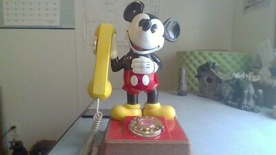 Very cool 70s Disney mickey mouse rotary dial phone works great