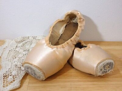 ONE PAIR Used / Dead well-worn Pointe Toe Ballet Shoes Slippers, pink sz 7.5