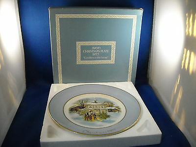 "Avon Vintage Christmas Plate 1977   ""carollers In The Snow'    8 3/4 """